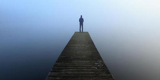چرا در زندگی احساس خلأ میکنیم؟