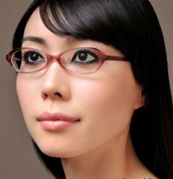 اگر عینكی هستید، چگونه باید آرایش كنید؟