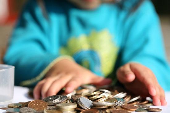 چگونه به کودک خود یاد بدهیم برای پول خود ارزش قائل شود