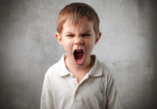 کودکان بداخلاق را چگونه کنترل کنیم؟