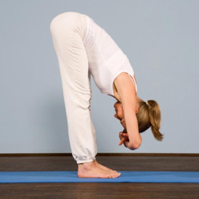 حرکات یوگا برای درمان دیسک کمر,حرکت Upward Forward Bend